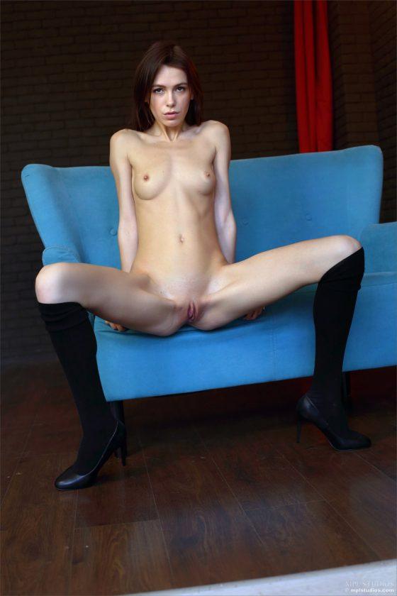 Serafina Nude In Feeling Blue MPLStudios Model Pics